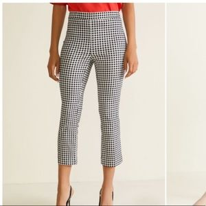 Stretchy black and white Gingham Capris - size M